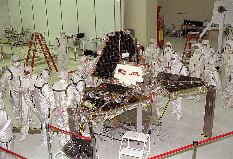 800px-Mars_Pathfinder_Lander_preparations