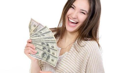 girl-holding-money2