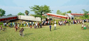 Chapra-June.25,2014-Rescue work in progress after twelve coaches of New Delhi-Dibrugarh Rajdhani Express derailed near Chapra in Bihar. At least four passengers were killed and eight injured in this incident. Photo by – Sonu Kishan.