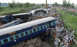 train-derail-in-india-620x384
